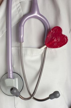 Fonendoscopio y piruleta, corazón, San Valentín.