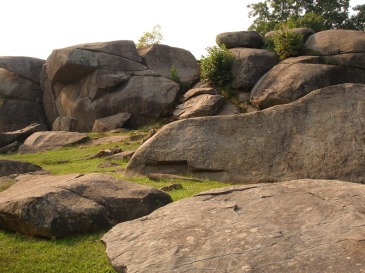 Photo of Devil's Den on Gettysburg Battlefield By Hal Jespersen at en.wikipedia (Transferred from en.wikipedia) [Public domain], via Wikimedia Commons